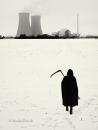 Sensenmann-Silhouette-Tod-Gevatter-Atom-Kraftwerk-Reaktor-Black-White-snow-schnee-schwarz-weiss-nuclear-power-station-plant-minimalismus-minimalistisch-A_DSC4209sw