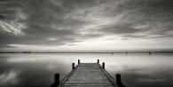 Landschaft-landscape-Minimalismus-minimalistisch-minimalistic-black-white-schwarz-weiss-See-Lake-dusk-daemmerung-abend-stimmung-H_MG_7090-sw
