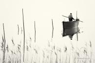 Mann-man-Fisherman-Fischer-Boot-boat-See-Lake-Minimalismus-minimalistisch-minimalistic-people-Menschen-Silhouette-black-white-schwarz-weiss-2_DSC7085sw